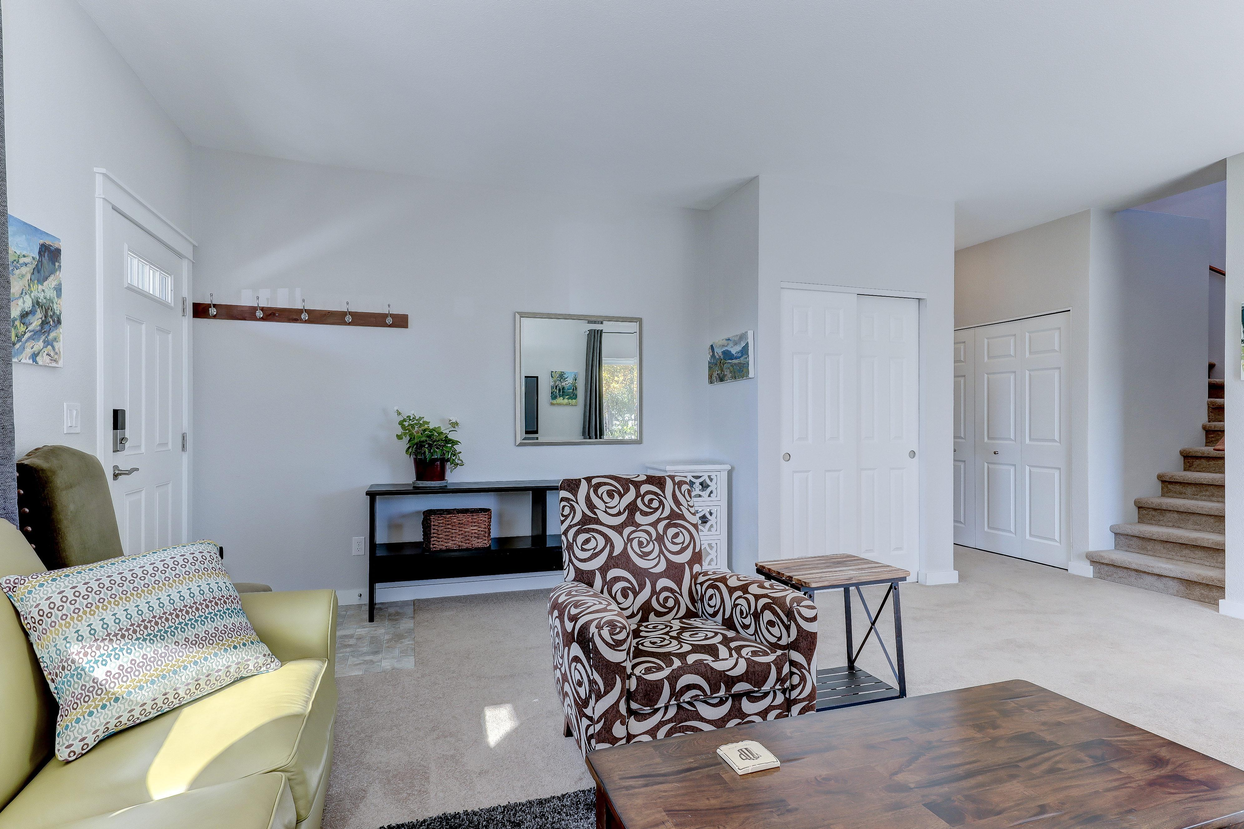 Living Area featured in The Cottonwood - Build On Your Land By Adair Homes in Medford-Ashland, OR