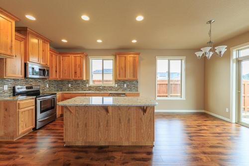 Kitchen-in-1726-at-Sun Terrace Phase 6-in-Moses Lake