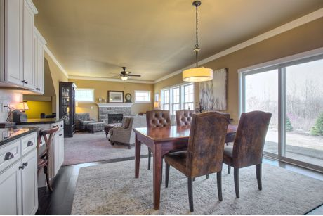 Dining-in-Traditions 2800 V8.0b-at-The Oaks-in-Dewitt