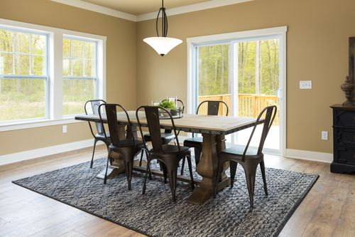 Dining-in-Traditions 2900 V8.2b-at-Estates at Longmeadow-in-Niles