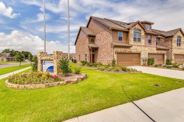 The Cedars Townhomes in Greenville, TX :: New Homes by