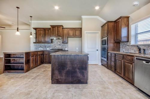 Kitchen-in-2027-at-The Estates at North Grove-in-Waxahachie