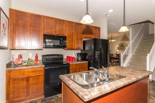 Kitchen-in-Norway-at-Maple Trails-in-Pendleton