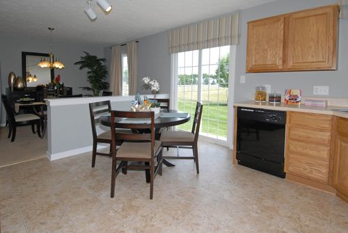 Breakfast-Room-in-Magnolia-at-Maple Trails-in-Pendleton