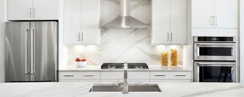 Kitchen-in-Traviata-at-Aria-in-Sandy Springs