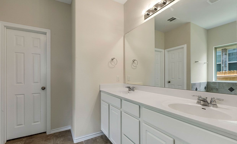 Bathroom-in-Thornton-at-Vista Vera-in-Georgetown