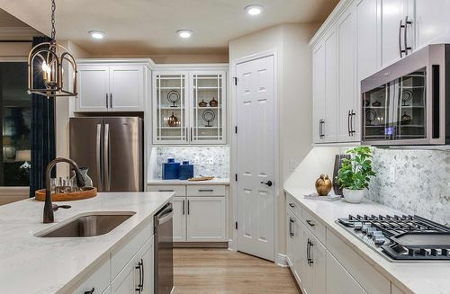 Kitchen-in-Bayview-at-Waterset-in-Apollo Beach