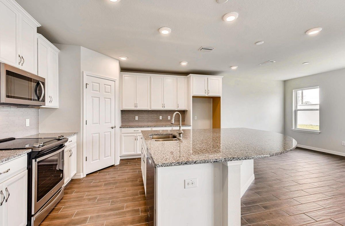 Kitchen-in-Cypress Pointe-at-Avalon Park West-in-Wesley Chapel