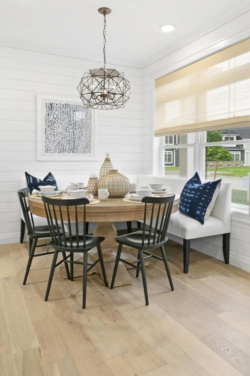 Dining-in-Fairfax-at-Country Pointe Plainview-in-Plainview