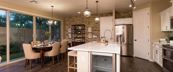 Model Home Kitchen :Bellago Homes