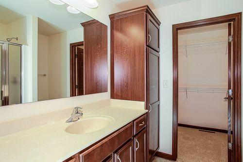 Bathroom-in-The Ross, Plan 1404-at-Hunter Oaks-in-Watertown