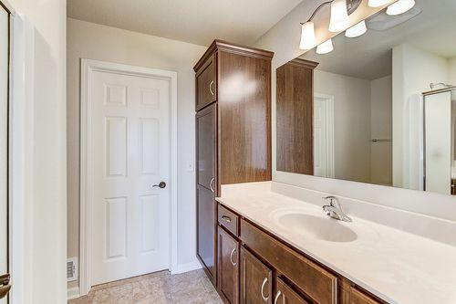 Bathroom-in-The Lauren, Plan 1432-at-Hunter Oaks-in-Watertown
