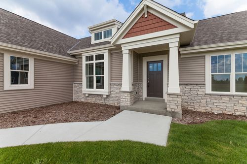 Front-Porch-in-The Shorewood, Plan 1800-at-Hunter Oaks-in-Watertown
