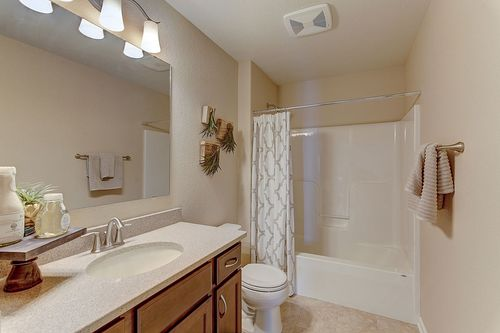 Bathroom-in-The Lauren, Plan 1640-at-Hunter Oaks-in-Watertown