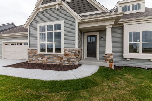 Front-Porch-in-The Kaitlyn, Plan 2000-at-Hunter Oaks-in-Watertown