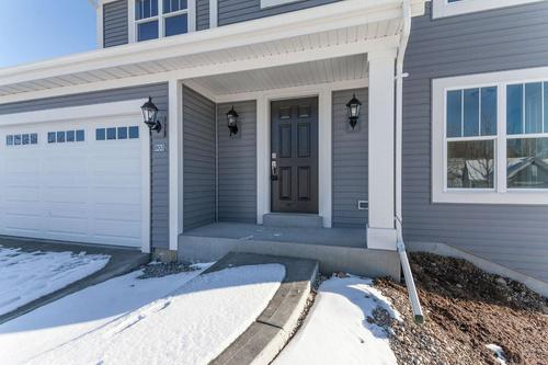 Front-Porch-in-The Arabella, Plan 1909-at-Hunter Oaks-in-Watertown
