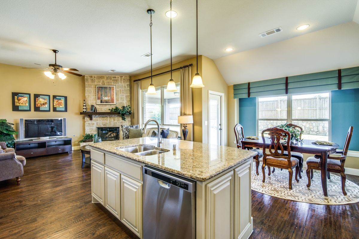 Carolina Home Plan By Bloomfield Homes In Classic Series