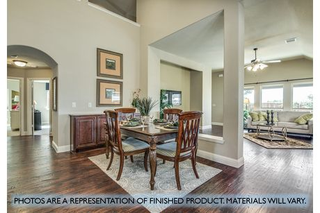 Dining-in-Dogwood-at-Plantation & Oak Valley-in-Burleson