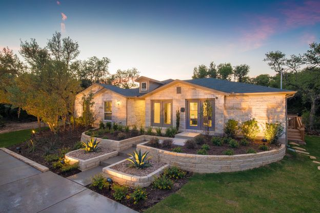 Lago Vista Model Home:Plan 1813 Elevation B