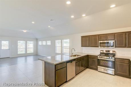 Kitchen-in-1575-at-Siena - Patio Homes-in-Round Rock