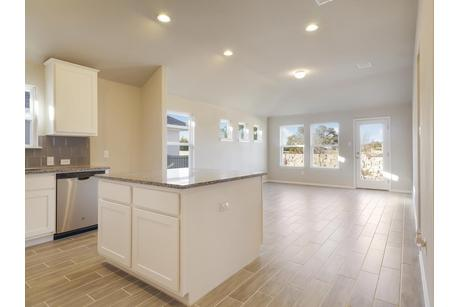 Kitchen-in-1308-at-Edgewater-in-Cedar Park