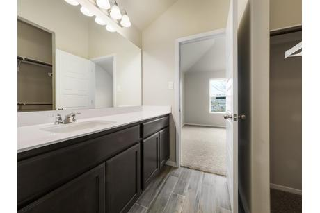 Bathroom-in-1595-at-Edgewater-in-Cedar Park