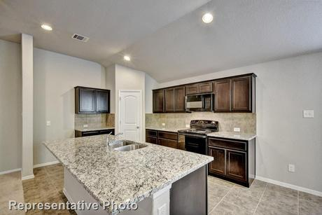 Kitchen-in-1556-at-Lago Vista-in-Lago Vista