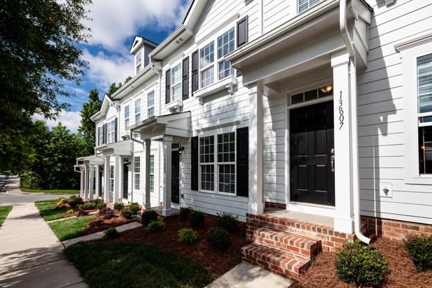 Vermillion Townhomes:New Townhomes in Huntersville