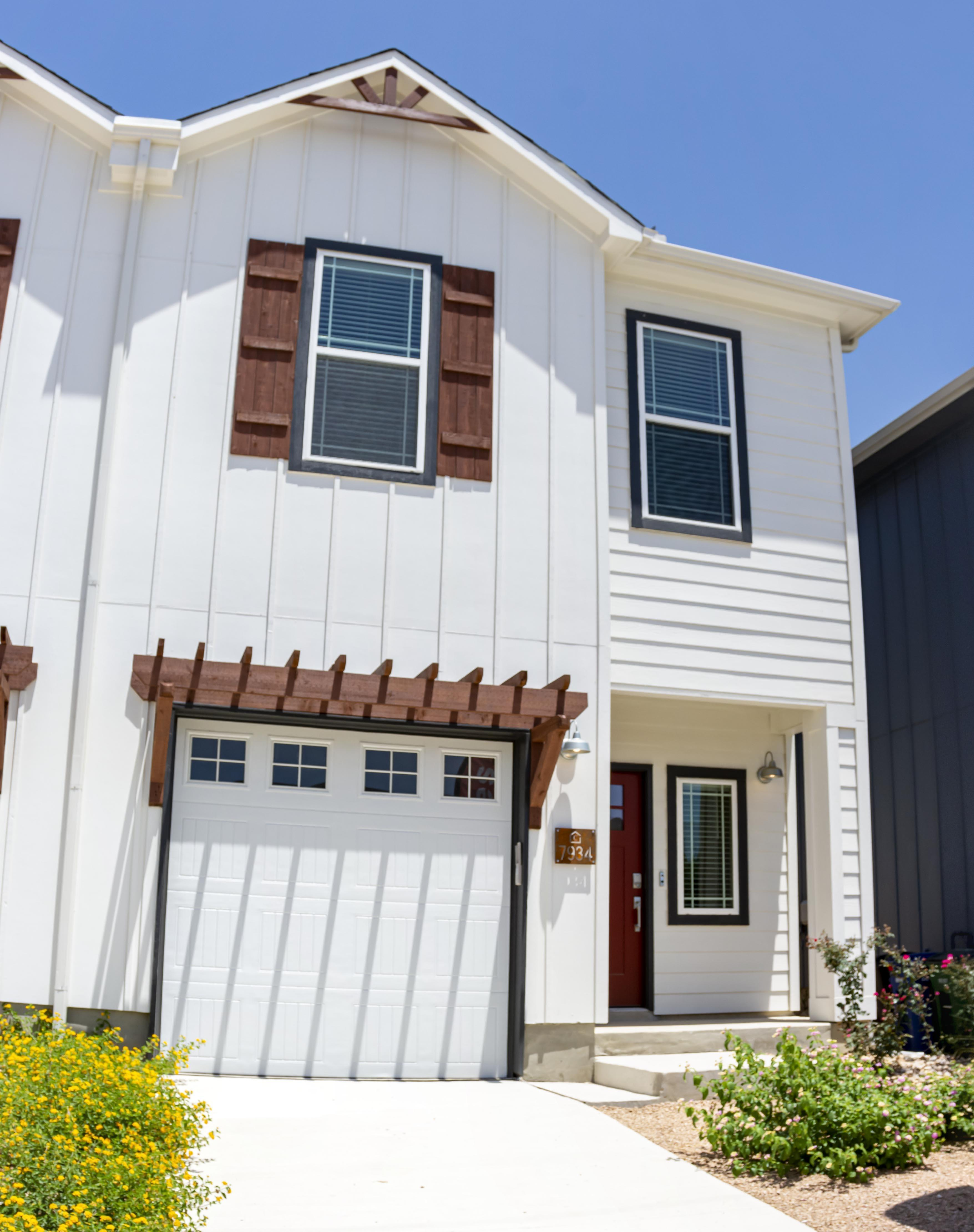 Exterior featured in the Cibolo Creek Townhome By Casina Creek Homes, LLC in San Antonio, TX
