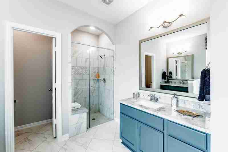 Pecan Estates Master Bathroom