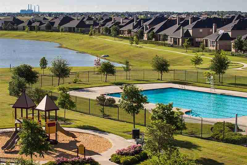 Summer Lakes Pool