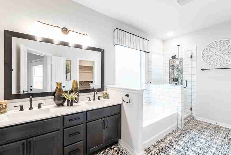 Blanco Vista Master Bathroom
