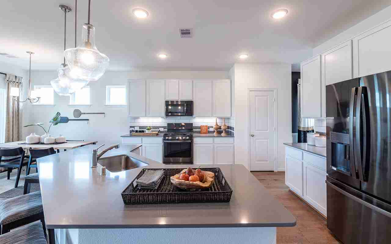 Integrated kitchen and breakfast area