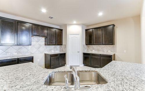 Kitchen-in-Glenwood-Silver-at-Talise de Culebra-in-San Antonio