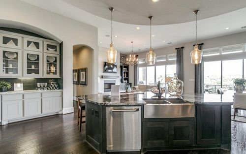 Kitchen-in-Merion II-Mercury Luxury Homes-at-Inspiration-in-Wylie