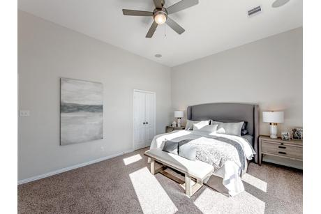Bedroom-in-San Marcos-Silver-at-Woodshore-in-Clute