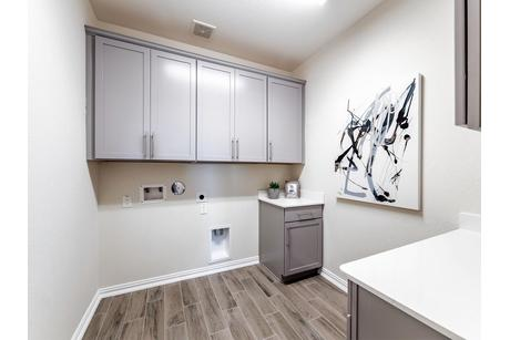 Laundry-in-Dickinson-Silver-at-Woodshore-in-Clute
