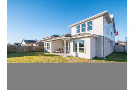 Rear-Design-in-Dickinson-Silver-at-Woodshore-in-Clute