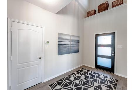 Foyer-in-Dickinson-Silver-at-Woodshore-in-Clute
