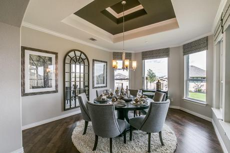 Dining-in-Fremont-Gold-at-Woodshore-in-Clute