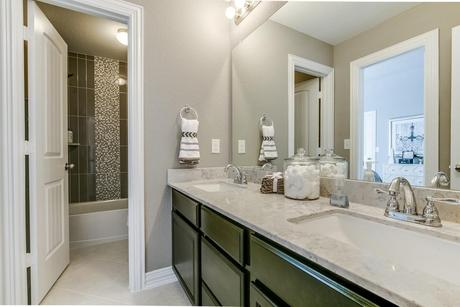 Bathroom-in-Fremont-Gold-at-Woodshore-in-Clute
