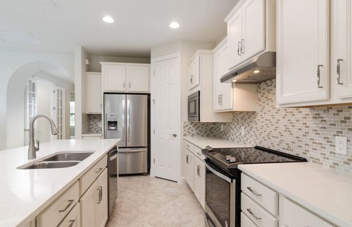 Kitchen-in-Summerwood-at-Lakeshore-in-Durham