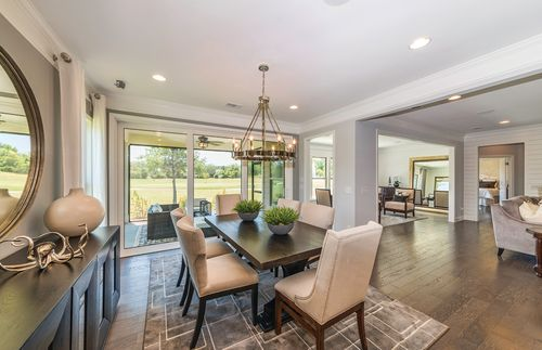 Dining-in-Dunwoody Way-at-Heritage Preserve-in-Conway