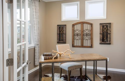 Study-in-Spirit-at-Ferndale Place-in-Louisville