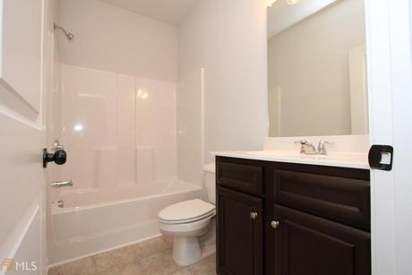 Bathroom-in-Reynolds-at-Norris Reserve-in-Snellville