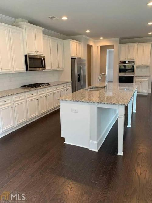 Kitchen-in-Barrington-at-Longstreet Manor-in-Alpharetta