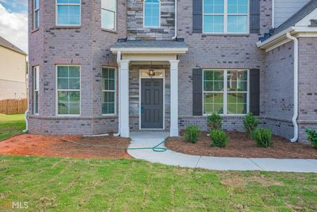 Front-Porch-in-Oakmonte-at-Brookhaven at Durham Lakes-in-Fairburn