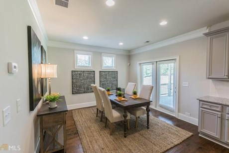 Dining-in-Reynolds-at-Brookhaven at Durham Lakes-in-Fairburn