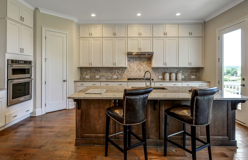 Kitchen-in-Thomas-at-Foundry-in-Alpharetta