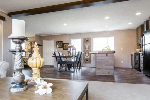 Greatroom-and-Dining-in-THE BREEZE II-at-Clayton Homes-Benton-in-Benton